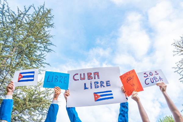 """Hashtags como """"#CubaLibre"""" e #SOSCuba"""" tomaram conta das redes sociais em julho"""