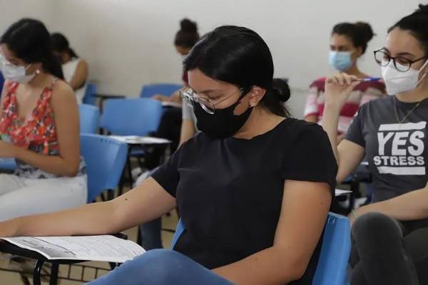 Candidatos tiveram que usar máscara durante a aplicação de provas