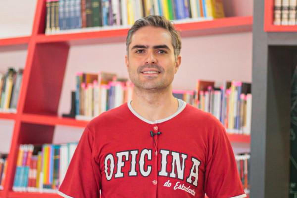 Victor Rysovas é professor de História do Oficina do Estudante